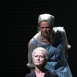 Marilyn Bennett (Großmutter), Joslyn Rechter (Mutter)